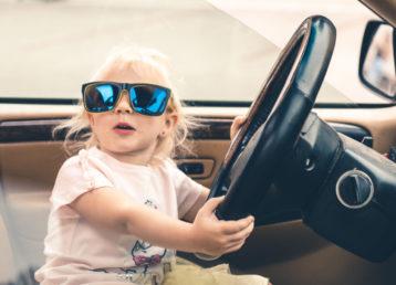 dziecko-w-samochodzie